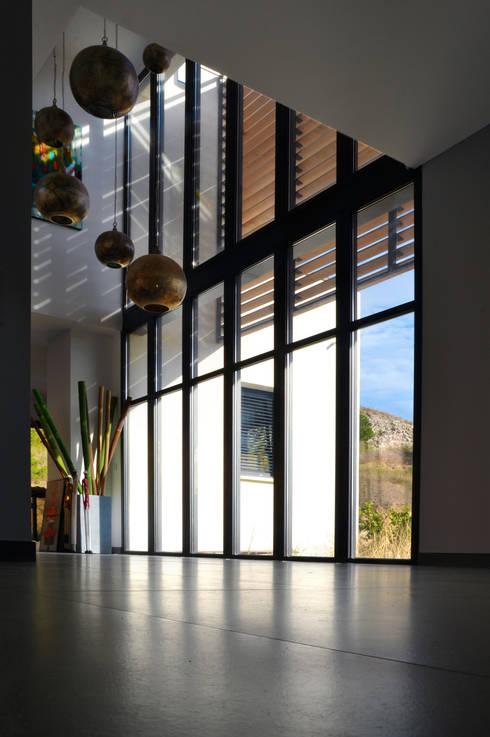 Z HOUSE : Salon de style  par AP ARCHITECTES