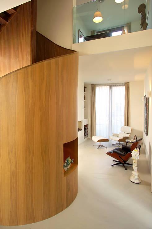 villa Loenen aan de Vecht:  Gang en hal door paul seuntjens architectuur en interieur