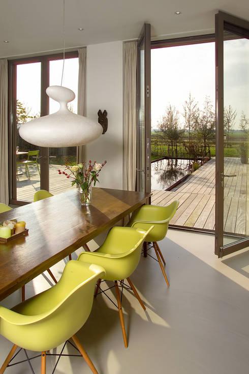 villa Loenen aan de Vecht:  Eetkamer door paul seuntjens architectuur en interieur