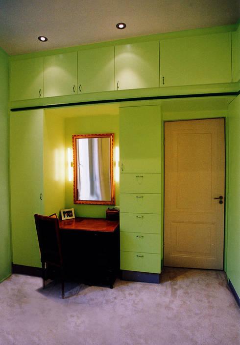 De kleedkamer 2: moderne Kleedkamer door ABC-Idee