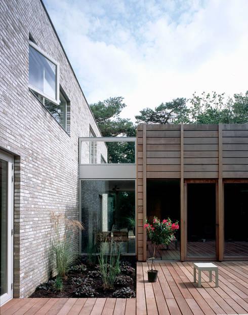 villa Bergen II:  Huizen door paul seuntjens architectuur en interieur