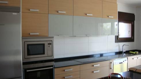Cocina Vivienda 2 Finalizada:  de estilo  de 2 Mar Construcciones  HNOS. VINCELLE LLAMEDO S.L.