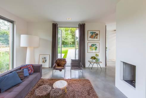 villa Heemstede: moderne Woonkamer door paul seuntjens architectuur en interieur