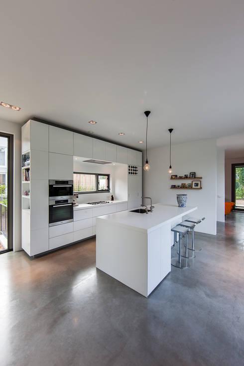 Кухни в . Автор – paul seuntjens architectuur en interieur