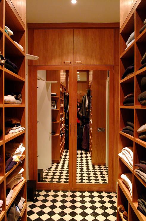 Vestidores de estilo  por Martin Greshoff Furniture