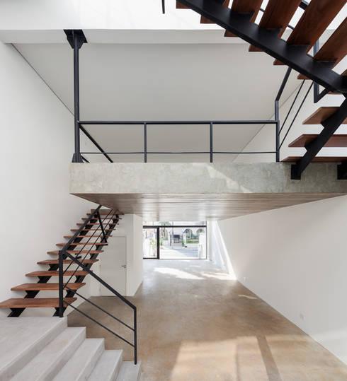 Oficinas y Tiendas de estilo  por MM18 Arquitetura