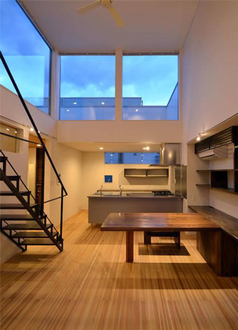 キッチン-ダイニング: トミオカアーキテクトオフィスが手掛けたキッチンです。