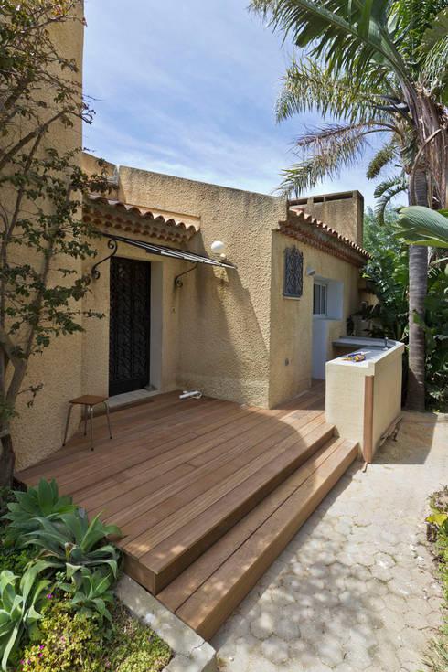Après - La terrasse: Terrasse de style  par Atelier RnB