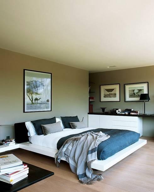 Dormitorios de estilo industrial por LUZIO