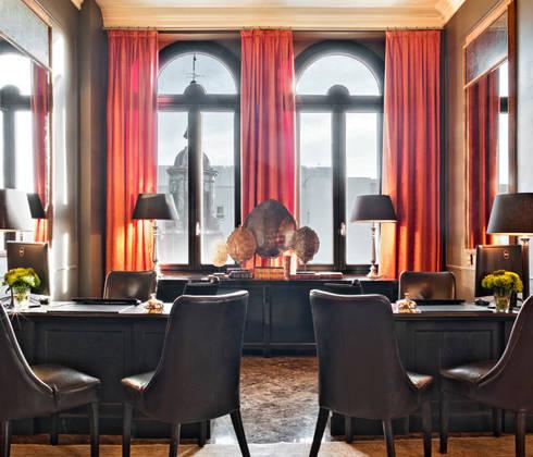 Living room: Salones de estilo industrial de LUZIO