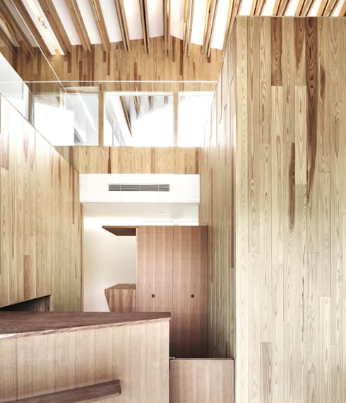 受付: 平沼孝啓建築研究所 (Kohki Hiranuma Architect & Associates)が手掛けた医療機関です。
