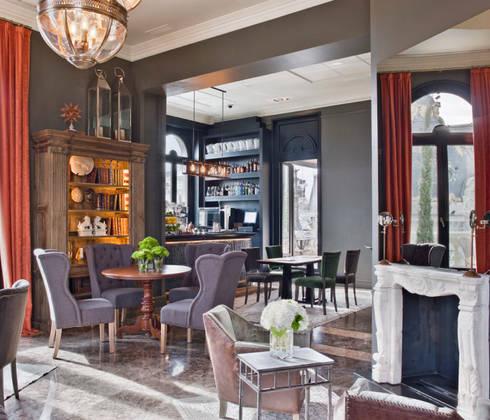 Dining room: Comedor de estilo  de LUZIO
