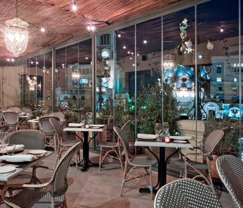 Terraza/Comedor: Balcones y terrazas de estilo  de LUZIO