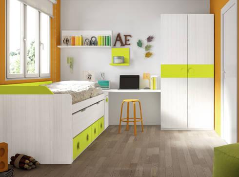 Compacto más mesa de estudio + armario: Habitaciones infantiles de estilo  de Muebles y Decoración Marisa Cardona