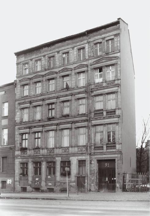 sanierung und dachausbau eines denkmals in berlin prenzlauer berg by scharabi architektur homify. Black Bedroom Furniture Sets. Home Design Ideas