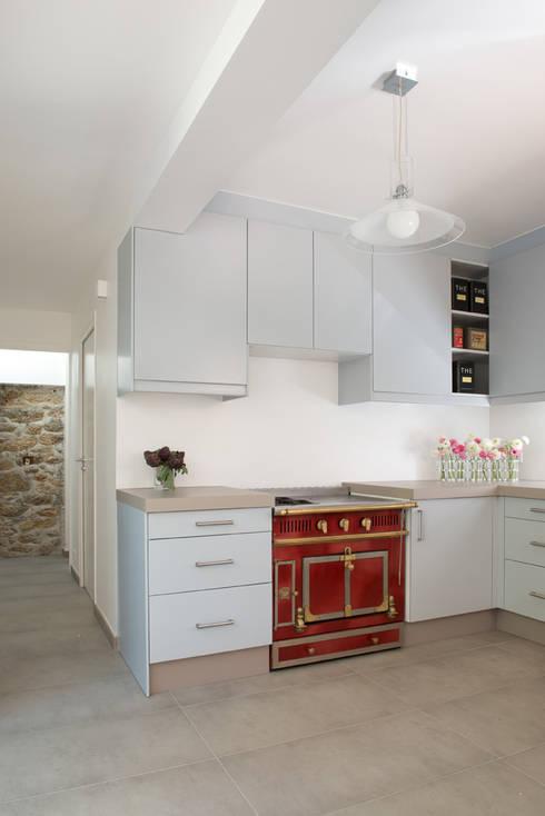 Cocinas de estilo  por MELANIE LALLEMAND ARCHITECTURES
