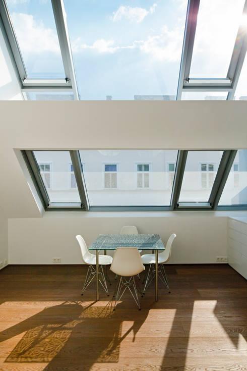 t-hoch-n Architektur의  서재 & 사무실