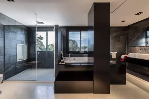 Baño spa: Baños de estilo moderno de Laura Yerpes Estudio de Interiorismo