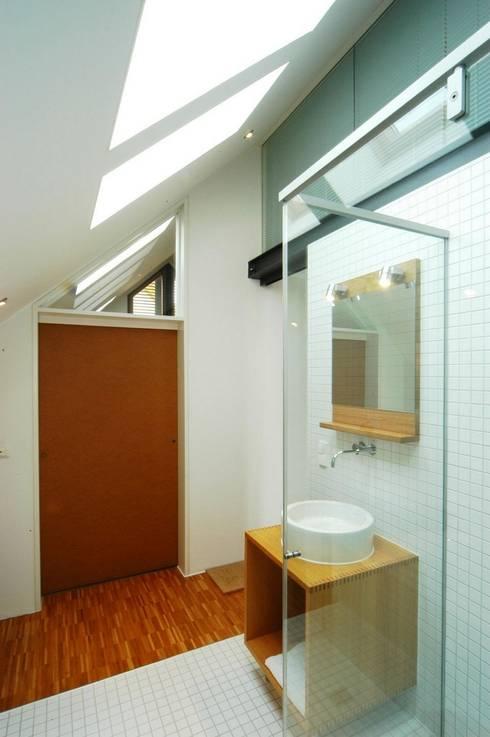 Banheiros modernos por Architekten Lenzstrasse Dreizehn