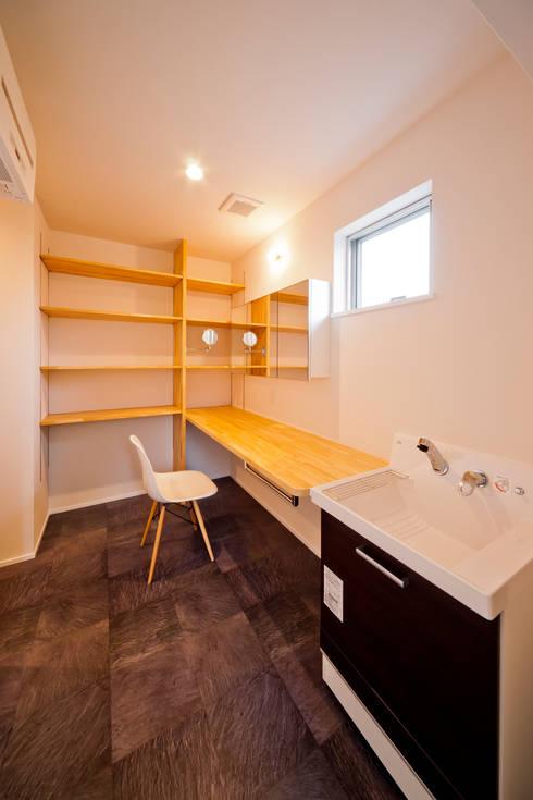 トトロ 洗面脱衣室: キリコ設計事務所が手掛けた浴室です。