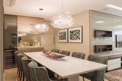 Ap PCL: Salas de jantar modernas por Calli Arquitetura