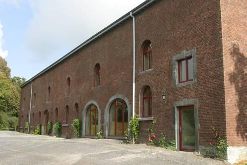 Exterieur Écurie bij het chateau Frandeux:  Congrescentra door Architectenbureau Van Hunnik, Lambrechts en Overduin