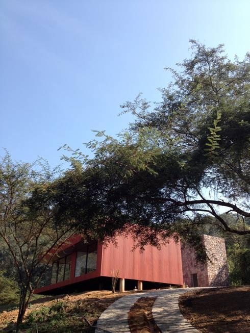 Rojo Óxido: Casas de estilo industrial por Inicio Estudio