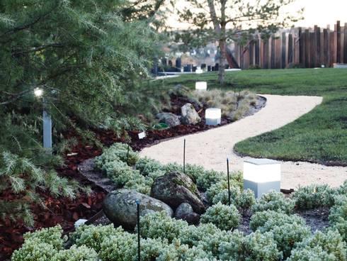 Detalle de márgenes de plantación : Jardines de estilo moderno de ISAURA ROMEO ESTUDIO DE PAISAJISMO