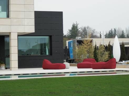 Solarium: Jardines de estilo moderno de ISAURA ROMEO ESTUDIO DE PAISAJISMO