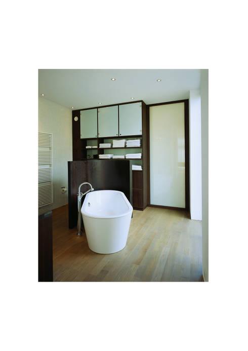 Atelier und Wohnhaus: moderne Badezimmer von SNAP Stoeppler Nachtwey Architekten BDA Stadtplaner PartGmbB