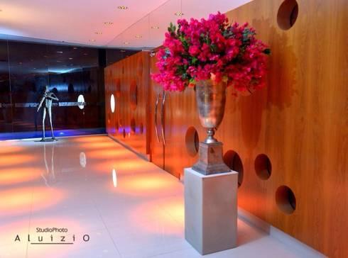 OLYMPO CENTRO DE EVENTOS: Corredores e halls de entrada  por Mascarenhas Arquitetos Associados