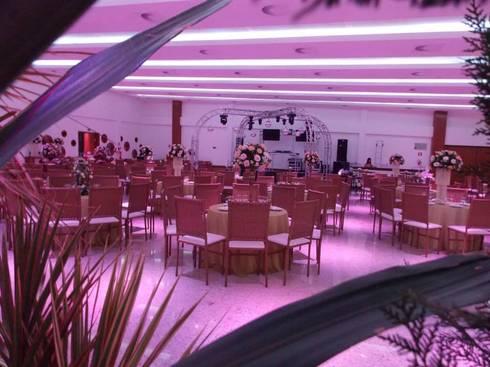 OLYMPO CENTRO DE EVENTOS: Centros de congressos  por Mascarenhas Arquitetos Associados