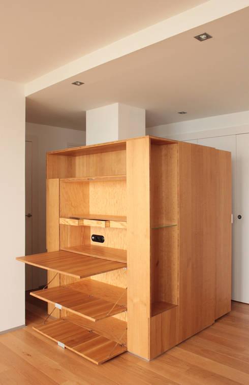 secrétaire / ouvert: Bureau de style de style Moderne par cambiums