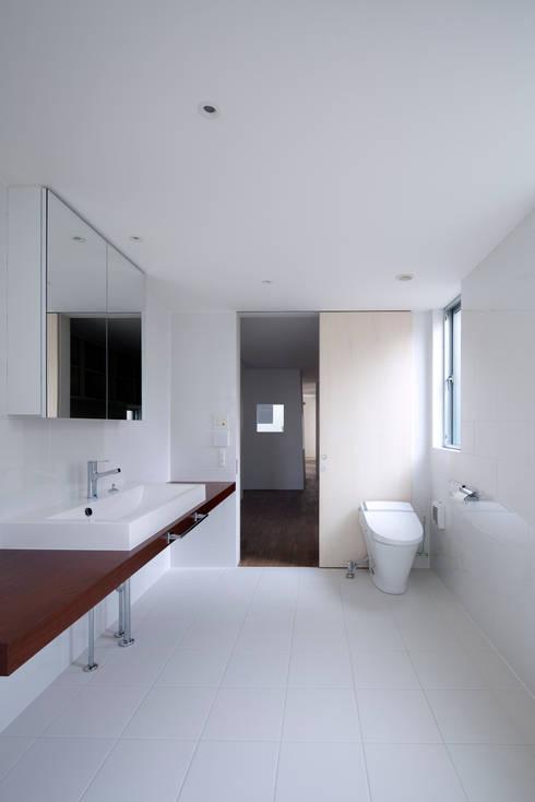 ドレッシングルーム: ARCHIXXX眞野サトル建築デザイン室が手掛けた壁です。
