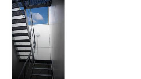 CM opgang dakterras:  Kantoorgebouwen door atelier2architecten