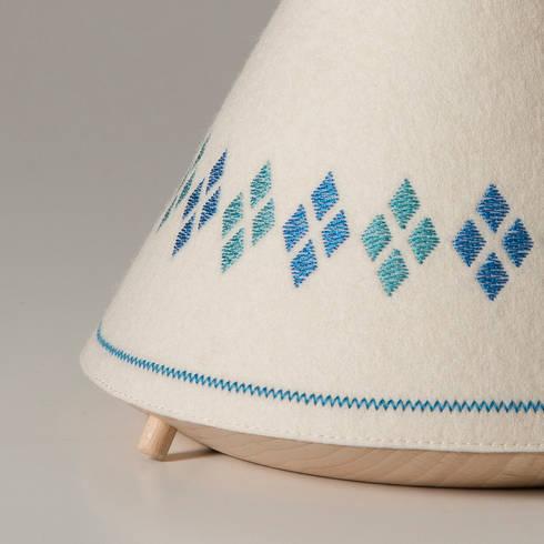 TIPI Lamp / BUOKIDS: Dormitorios de estilo escandinavo de Javier Herrero* Studio
