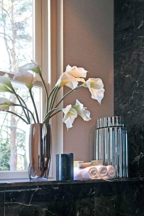 Casa de banho  por Flairlight Designs Ltd