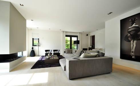 Interieur - Woonkamer - modern landhuis te Vinkeveen: moderne Woonkamer door Building Design Architectuur