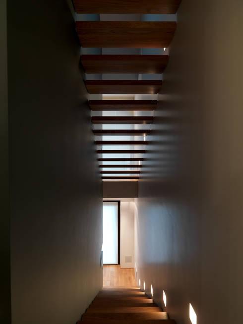 Corridor & hallway by studio antonio perrone architetto
