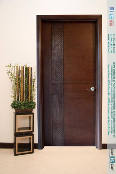 Ventanas y puertas de estilo  por arkar mobiliario integral