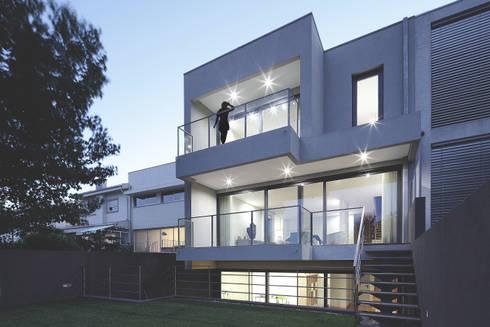 Moradia Unifamiliar Rua Geraldo Kimpell – Valbom Gondomar: Casas minimalistas por Albertina Oliveira-Arquitetura Unipessoal Lda