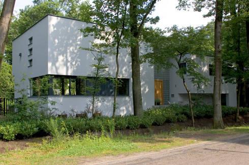 Villa Vught: moderne Huizen door Doreth Eijkens   Interieur Architectuur
