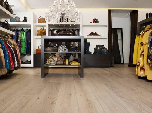 Houtenvloer in de winkel:  Winkelruimten door Nobel flooring