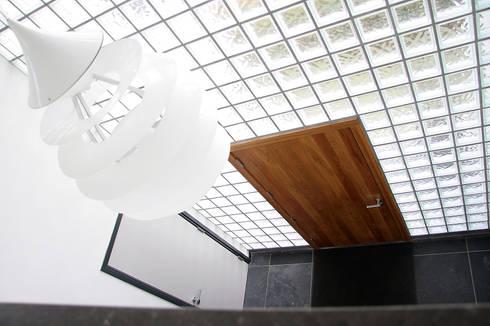 Villa Vught:  Gang en hal door Doreth Eijkens   Interieur Architectuur