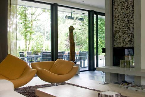 Villa Vught: industriële Woonkamer door Doreth Eijkens   Interieur Architectuur