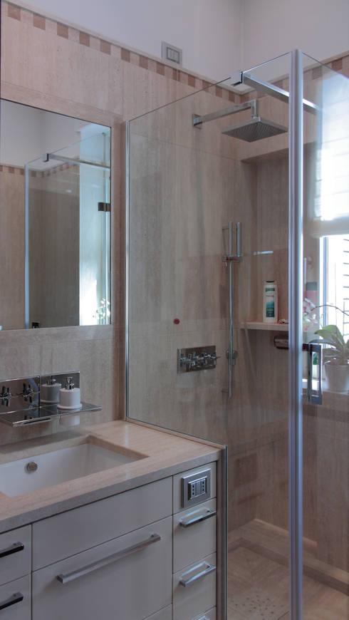 Abitazione a Milano/1: Bagno in stile  di Francesca Bonorandi