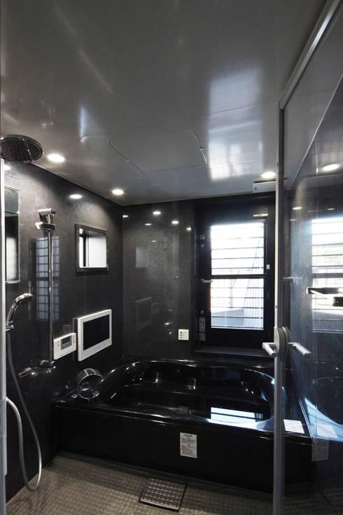 Banheiros modernos por atelier m