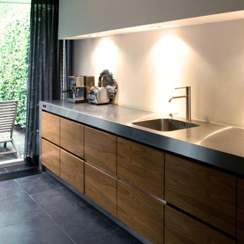 Woning, Berkel-Enschot: industriële Keuken door Doreth Eijkens | Interieur Architectuur