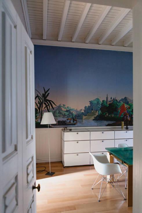 salle à manger: Salle à manger de style de style eclectique par Maguelone Vidal Architectures