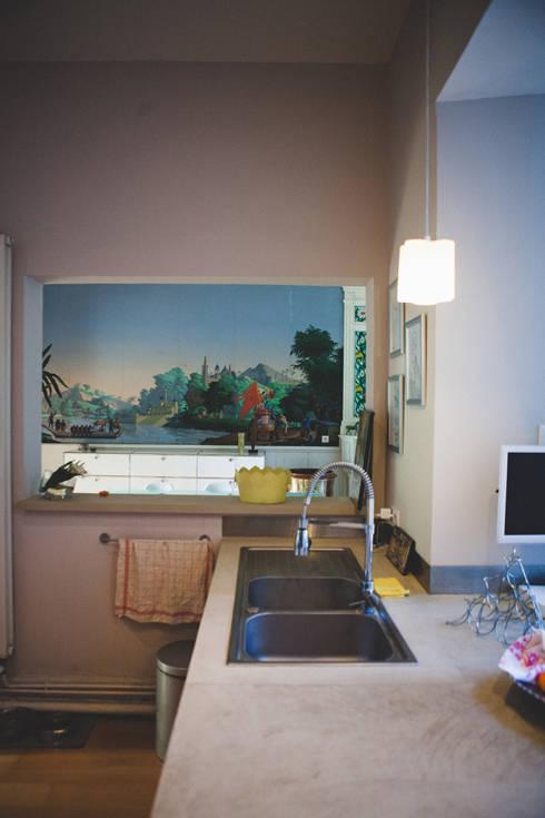 La Maison de Gilles & Nathalie: Cuisine de style de style eclectique par Maguelone Vidal Architectures